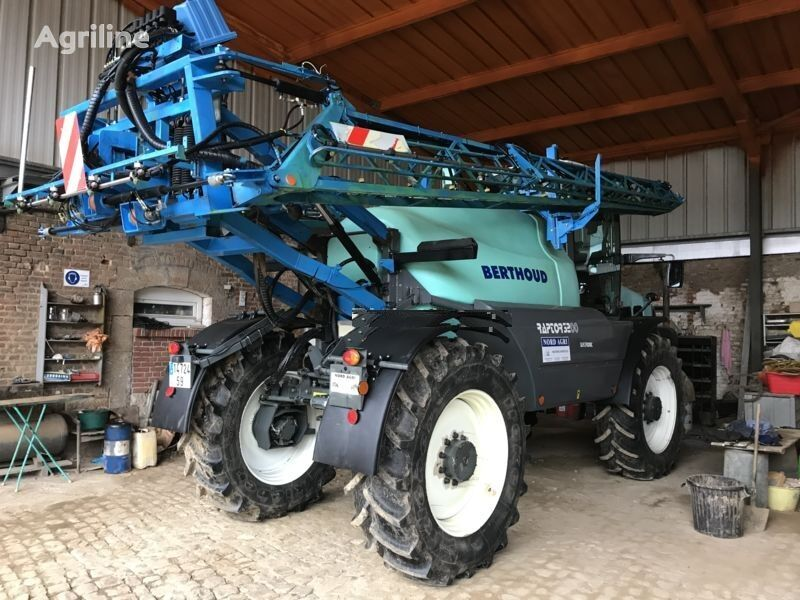 BERTHOUD RAPTOR 3240 self-propelled sprayer